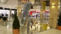 Photo: Inside of a shopping mall; copyright: panthermedia / cookelma