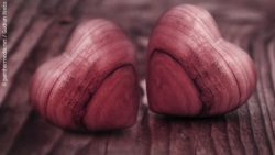 Photo: Two red wooden hearts; copyright: panthermedia.net / Gudrun Krebs